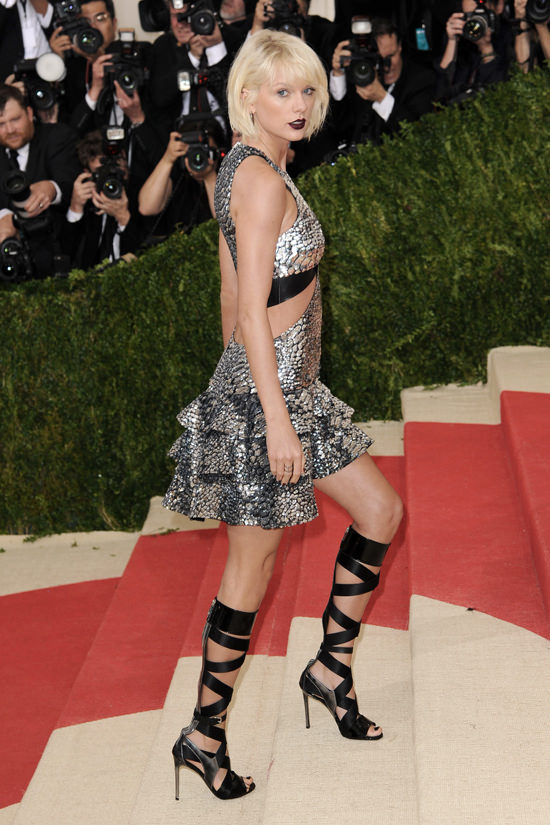 Taylor-Swift-Met-Gala-2016-Red-Carpet-Fashion-Louis-Vuitton-Tom-Lorenzo-Site-12