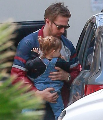Exclusive... Ryan Gosling & Eva Mendes Grab Lunch In LA  ***NO WEB USE W/O PRIOR AGREEMENT - CALL FOR PRICING***