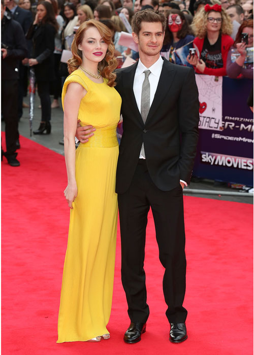 emma-stone-andrew-garfield-fashion-atelier-versace-yellow-dress
