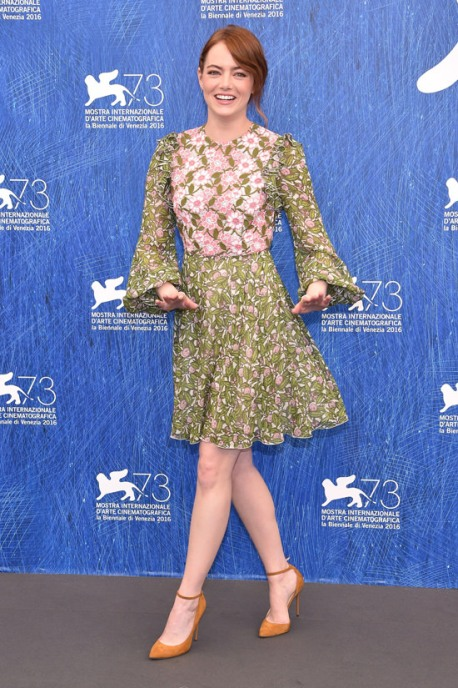 emma-stone-la-la-land-venice-film-festival-2016-red-carpet-fashion-giambattista-valli-tom-lorenzo-site-4