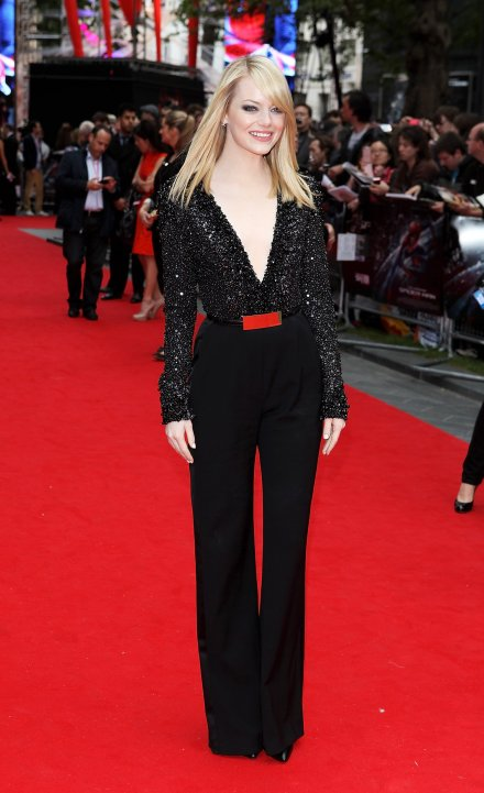 emma-stone-wore-black-jumpsuit-uk-premiere-amazing