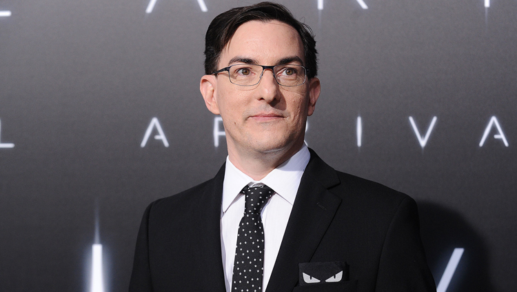 eric-heisserer-arrival-red-carpet-photo-jason-laveris-filmmagic